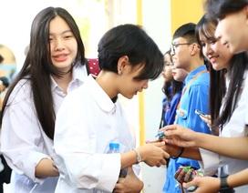 """Học sinh THPT Phan Đình Phùng gửi tặng các sĩ tử lời chúc """"ngọt như kẹo"""""""