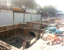 """Sóc Trăng: Người dân khốn khổ vì mặt đường bị """"băm nát"""", thi công chậm chạp"""