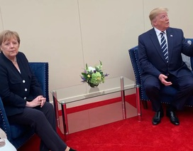 """Bức ảnh """"tố"""" mối quan hệ căng thẳng giữa Thủ tướng Đức và Tổng thống Trump"""