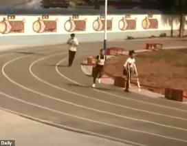 Nghị lực nam sinh khuyết tật quyết tâm hoàn thành bài thi chạy 1.000m