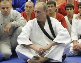 """Tổng thống Putin """"thách đấu"""" nữ nhà báo Mỹ trên sàn judo"""