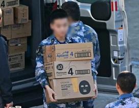 """Thăm Australia, thủy thủ tàu chiến Trung Quốc """"tranh thủ"""" mua cả xe sữa bột về nước"""