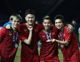 Đội tuyển Việt Nam rạng rỡ với tấm HCB King's Cup 2019