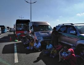 7 ô tô tông liên hoàn, cao tốc TP HCM - Trung Lương ùn tắc kéo dài