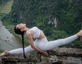Ấn tượng bộ ảnh yoga tại Hang Múa của mẫu nhí Sài thành