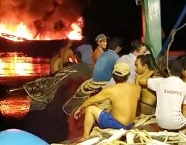 Tàu cá bốc cháy trên biển Trường Sa, 11 ngư dân may mắn được cứu sống