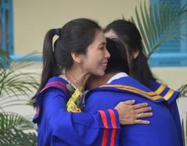 Rưng rưng buổi lễ tri ân và trưởng thành của học sinh lớp 12