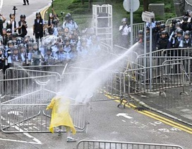 Hong Kong hoãn thảo luận dự luật dẫn độ vì sức ép biểu tình