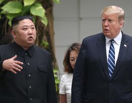 """Tổng thống Trump khoe nhận thư """"ấm áp"""" từ ông Kim Jong-un"""