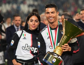 Mặc scandal hiếp dâm, C.Ronaldo vẫn được bạn gái xinh đẹp ủng hộ