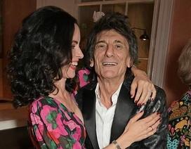 Rocker 72 tuổi đưa vợ kém 31 tuổi dự sự kiện