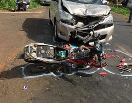 Hai học sinh lớp 9 đi xe máy bị ô tô tông nguy kịch khi đổ dốc