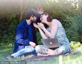 """Hình ảnh hiếm hoi của """"Harry Potter"""" bên bạn gái"""