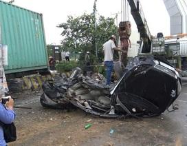 Xe container cán nát bét ô tô con, 5 người tử vong