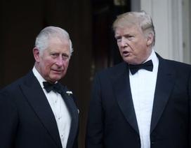 """Ông Trump gây """"bão mạng"""" vì mắc lỗi đánh máy tước hiệu Thái tử Anh"""