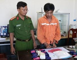 Bắt con nghiện đang vận chuyển 10.000 viên hồng phiến và 1kg ma túy đá