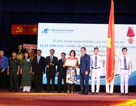 Trường ĐH Mở TP.HCM nhận Huân chương Lao động hạng Nhì