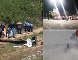 Máy bay quân sự rơi và khói rơm vây kín đường ngoại thành Hà Nội