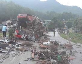 """Hiện trường """"tan nát"""" vụ tai nạn làm 3 người chết, 38 người bị thương"""
