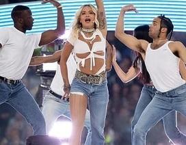"""Rita Ora gây ấn tượng với quần """"một mất, môt còn"""""""