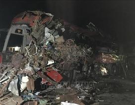 3 người chết, 31 người bị thương sau cú tông cực mạnh giữa xe khách và xe tải