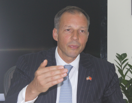 Trợ lý Ngoại trưởng Mỹ ấn tượng tốc độ phát triển kinh tế của Việt Nam