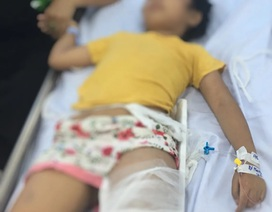 2 nạn nhân nhỏ tuổi vụ xe khách tông xe tải ở Hoà Bình phải chuyển lên Bệnh viện Việt Đức cấp cứu