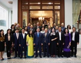 Phó Thủ tướng Vương Đình Huệ gặp gỡ cộng đồng người Việt tại Myanmar