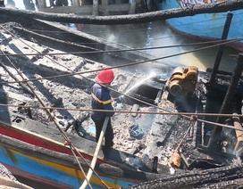Tàu cá đang neo đậu bốc cháy, ngư dân thiệt hại 2 tỷ đồng