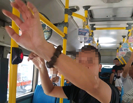 """Khó xử lý hình sự người đàn ông """"tự sướng"""" gần nữ sinh trên xe buýt?"""