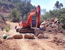 Ồ ạt bạt núi, móc ruột tài nguyên tại Bình Định: Chính quyền ở đâu?