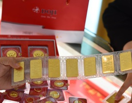 Giá vàng sụt giảm, nhà vàng kích cầu mua vào