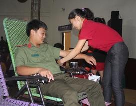Hơn 1.000 người dân phố núi tham gia ngày hội hiến máu