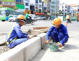 Công nhân căng mình làm việc dưới nắng đổ lửa ở Hà Nội