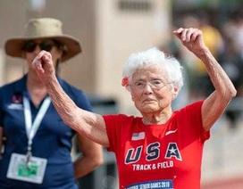 """Cụ bà 103 tuổi vô địch thi chạy, """"gây bão"""" trên mọi đường đua"""