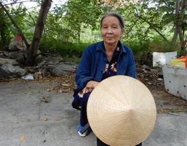 Bố mẹ bị mù, bà ngoại 71 tuổi bắt xe ôm đưa cháu đi thi