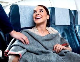 Chăn trên máy bay có được giặt sạch sau mỗi chuyến bay?