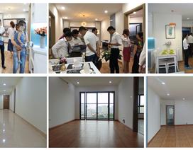 Khách hàng chen chân trải nghiệm căn hộ thực tế Samsora Premier 105