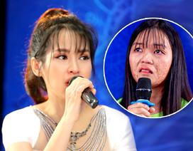 Diễn viên Tú Vi bật khóc khi nghe câu chuyện của các thí sinh khiếm khuyết