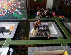 Độc lạ quán cà phê cho khách ngồi dưới lòng hồ ngắm cá