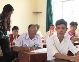 Ông ngoại 60 tuổi vẫn quyết tâm đi thi THPT quốc gia