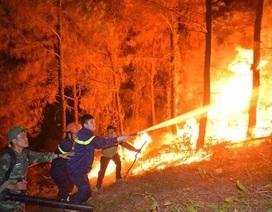 Hơn 1000 người xuyên đêm dập cháy