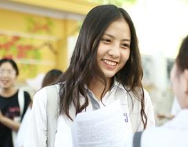 Nữ sinh hút ánh nhìn vì nụ cười tỏa nắng tại kỳ thi THPT Quốc gia