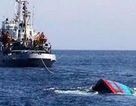 Khẩn trương tìm kiếm 10 thuyền viên mất tích trong vụ tàu cá bị chìm trên biển