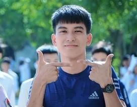 """Ảnh nam sinh Nam Định tươi cười sau kỳ thi """"đốn tim"""" phái nữ"""