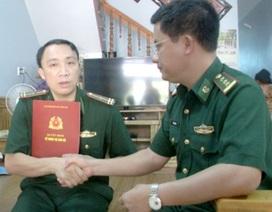 Thăng quân hàm cho 2 cán bộ biên phòng bị thương khi truy bắt tội phạm