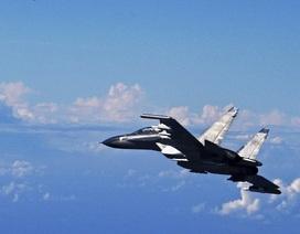 Máy bay chiến đấu Trung Quốc đeo bám tàu hải quân Canada trên biển Hoa Đông