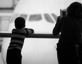 Ngang nhiên bắt cóc trẻ con giữa sân bay đông người