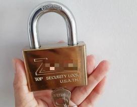 Giả danh nhân viên ngành điện lừa bán ổ khóa giá cao