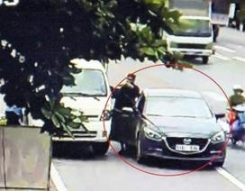 """2 người đàn ông ngoại quốc """"chặn đầu"""" xe tải đổi tiền lẻ… rồi cướp tài sản"""